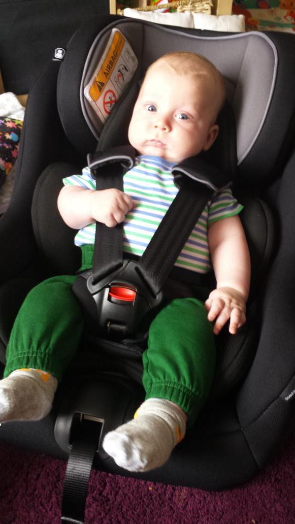 Ghế ngồi ô tô trẻ em Sơ sinh Joie Steadi Coal