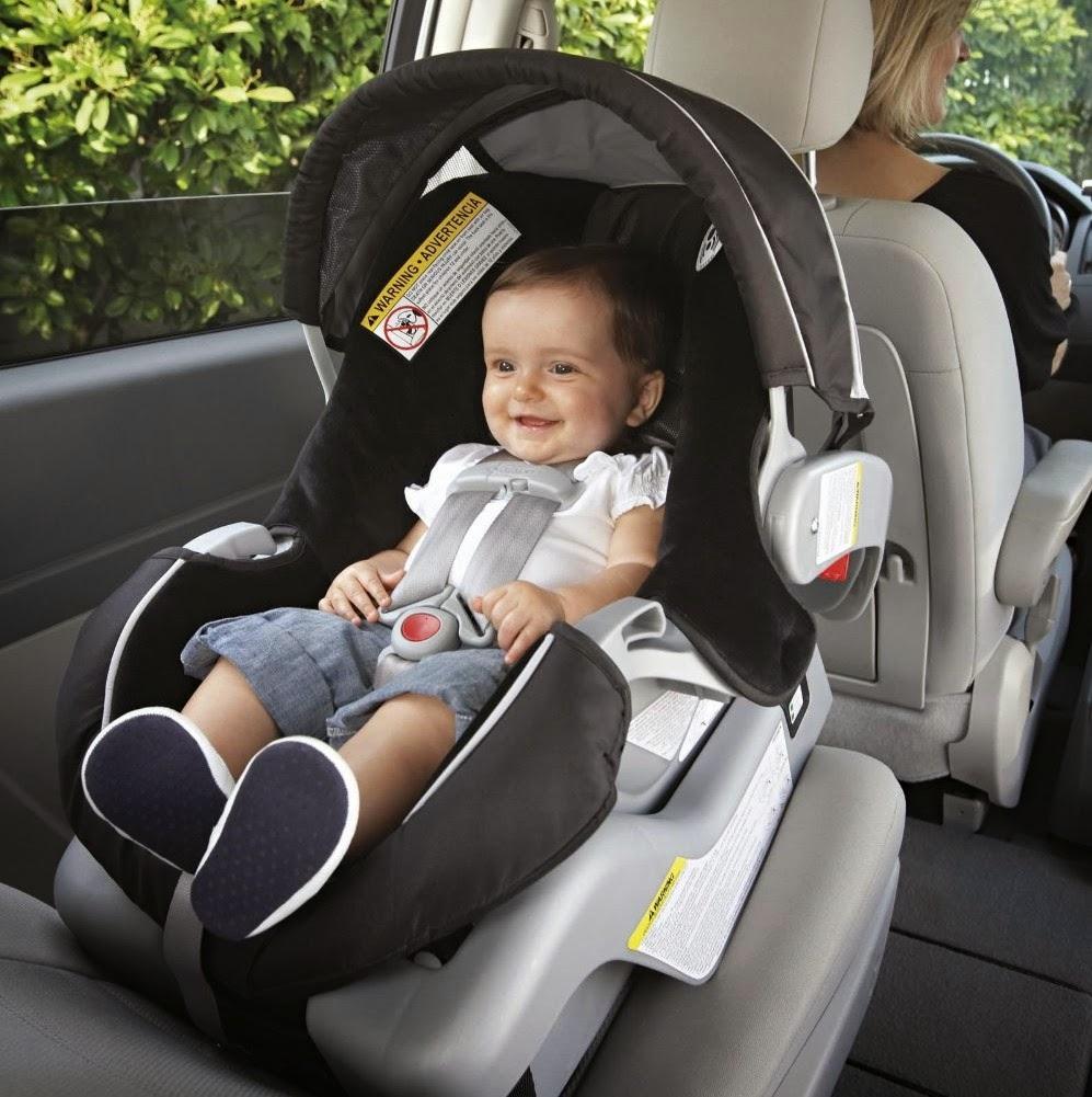 Chuẩn bị ghế ngồi ô tô đầy đủ cho bé.