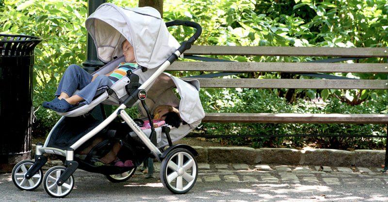 Sai lầm của bố mẹ khi dùng xe đẩy khiến bé gặp nguy hiểm 1