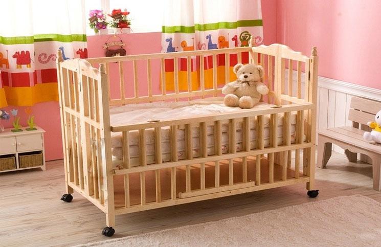 Nên chọn giường cũi được làm từ chất liệu gỗ.