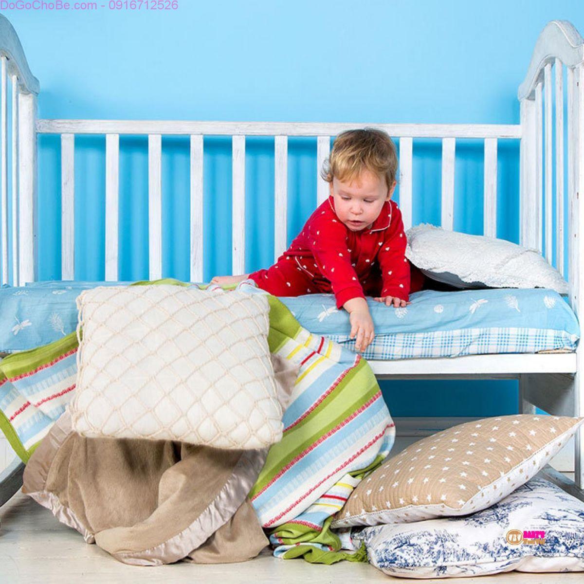 Bé lớn lên vẫn cho ngủ cũi làm ảnh hưởng đến cột sống của trẻ.