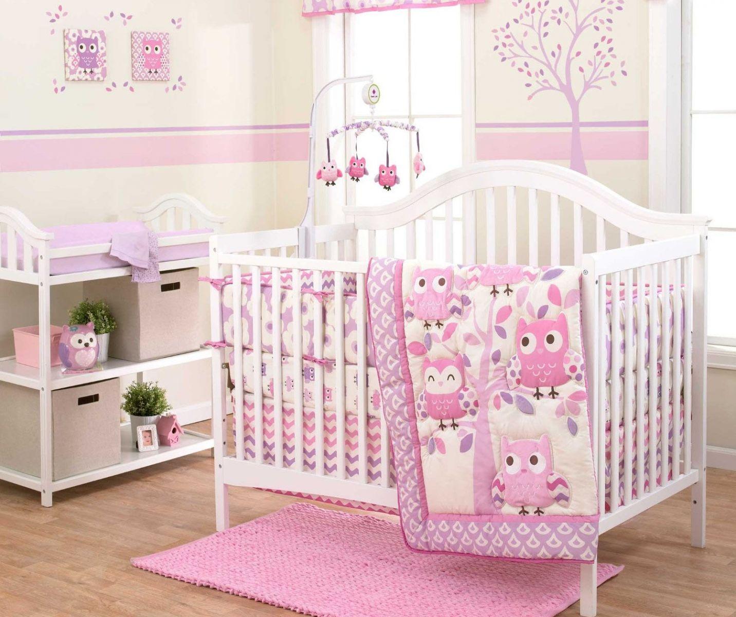 Đệm của giường cũi trẻ em cần phải phẳng và mịn màng.
