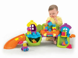 Đồ chơi cho trẻ từ 7-12 tháng tuổi là những loại đồ chơi xếp hình, đồ chơi bằng nhựa,..