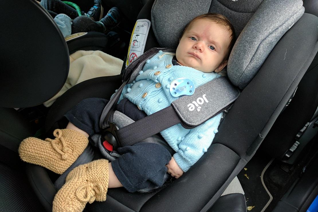 Ghế ngồi ô tô Joie i -Anchor Advance