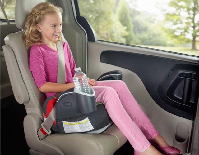 Ghế ngồi phải phù hợp với chiều cao, cân nặng của trẻ.