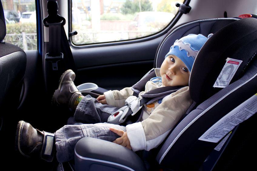 Lựa chọn ghế ngồi ô tô theo cân nặng của trẻ.