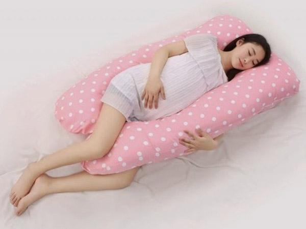 Tư thế ngủ tốt nhất khi mang thai là nằm nghiêng sang một bên.