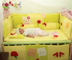 Vị trí đặt giường cũi trẻ em tránh để gần cửa sổ hoặc rèm cửa.