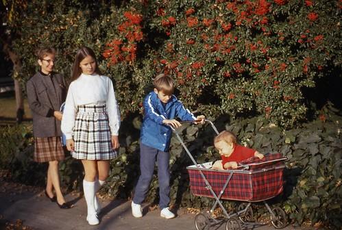 xe đẩy cho bé - xe đẩy trẻ em có từ bao giờ